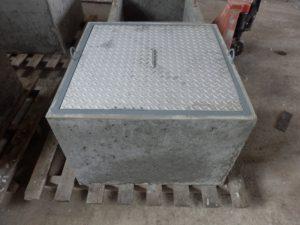 Betónový poklop s rámom1
